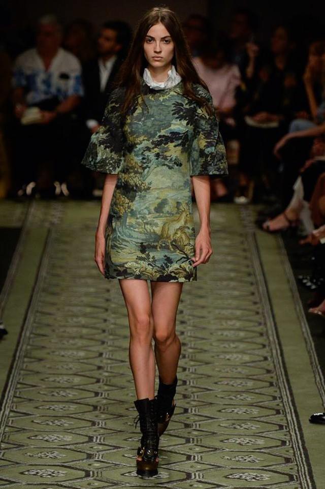 Du hành thời gian cùng show thời trang mới của Burberry - Ảnh 20.
