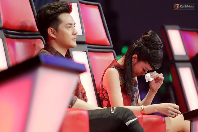 Giọng hát Việt nhí: Vừa vào vòng Liveshow, Đông Nhi lại khóc hết nước mắt vì học trò - Ảnh 2.