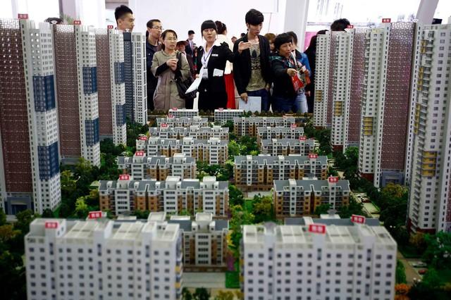 Bong bóng bất động sản Trung Quốc có nguy cơ vỡ tung - Ảnh 1.