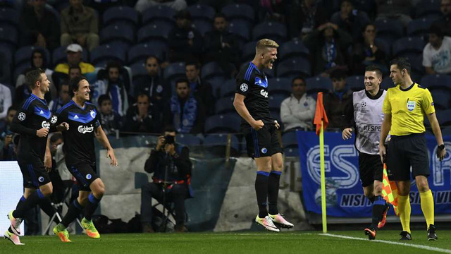 Những khoảnh khắc ấn tượng ở Champions League: Đừng coi thường Leicester City! - Ảnh 8.