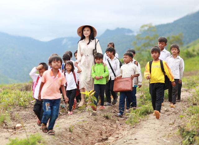 Phim mới của Angela Phương Trinh gây sốt với dàn quân nhân điển trai - Ảnh 1.