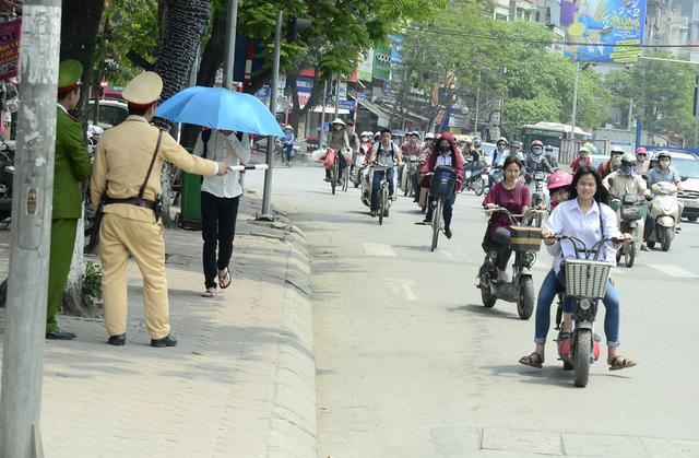Báo động tai nạn giao thông ở học sinh khi đi xe máy điện, xe đạp điện - Ảnh 1.