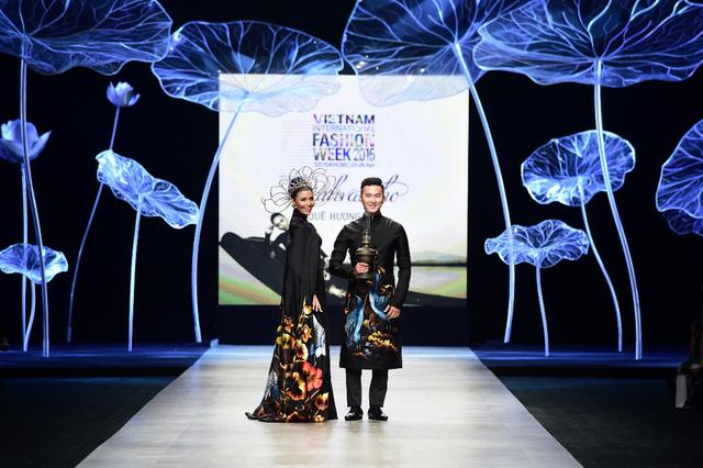 Tuần lễ thời trang quốc tế Việt Nam: Thổi hồn dân tộc vào thời trang cao cấp - Ảnh 1.