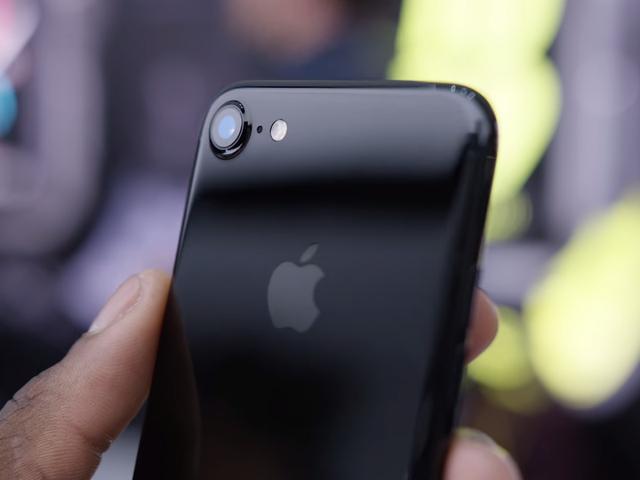 Top 5 smartphone được tìm kiếm nhiều nhất năm 2016 - Ảnh 1.