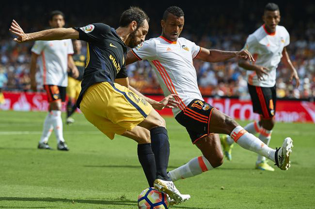 Valencia 0 - 2 Atletico Madrid: Bỏ lỡ 2 quả penalty, Atletico vẫn có 3 điểm - Ảnh 3.