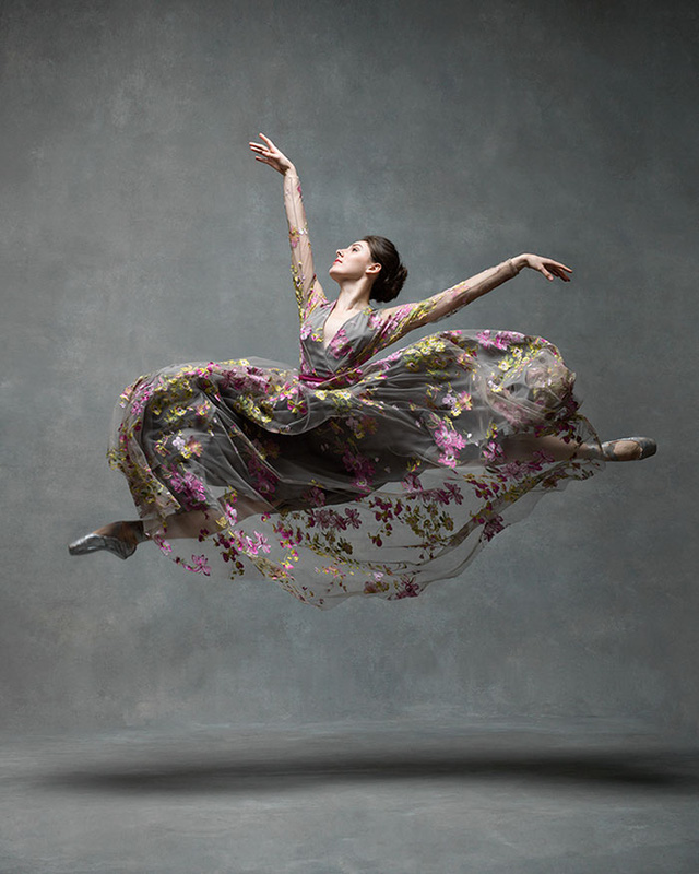 Nghẹt thở trước loạt ảnh đẹp như tranh của các vũ công ballet - Ảnh 3.
