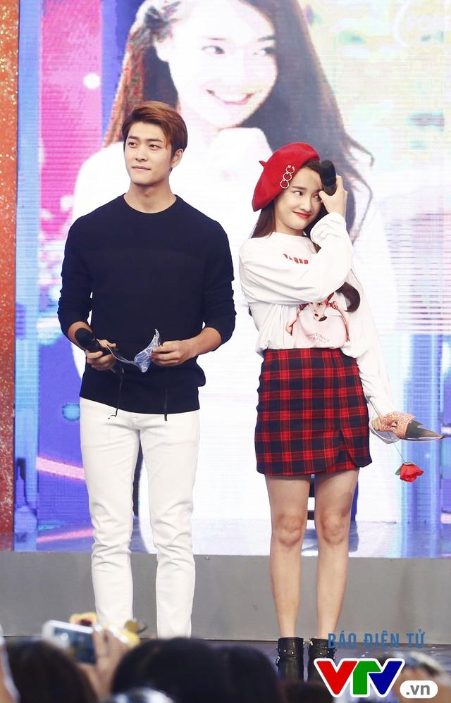 Xem ảnh này để hiểu lý do fan nữ Việt đổ rầm rầm trước Kang Tae Oh - Ảnh 3.