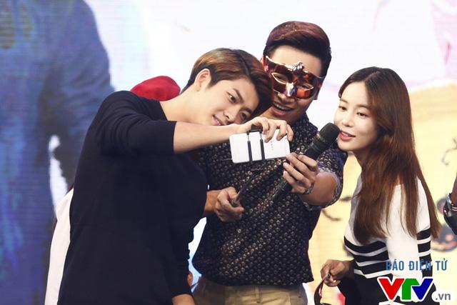 Xem ảnh này để hiểu lý do fan nữ Việt đổ rầm rầm trước Kang Tae Oh - Ảnh 2.