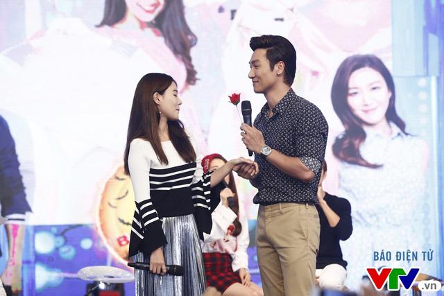 Fan bất ngờ khi Mạnh Trường, Kang Tae Oh quỳ gối tỏ tình - Ảnh 4.