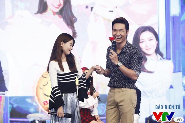 Fan bất ngờ khi Mạnh Trường, Kang Tae Oh quỳ gối tỏ tình - Ảnh 5.