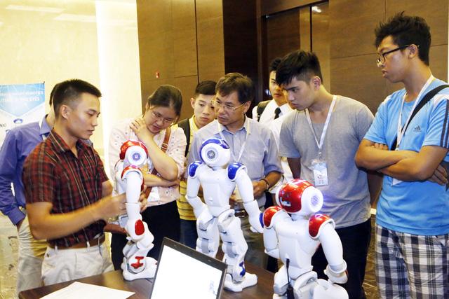 SoftBank tiên phong đưa robot NAO vào giảng dạy tiếng Anh tại Việt Nam - Ảnh 6.