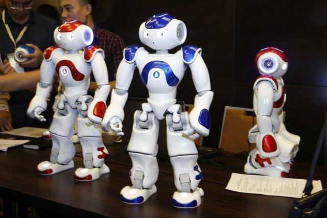 SoftBank tiên phong đưa robot NAO vào giảng dạy tiếng Anh tại Việt Nam - Ảnh 4.