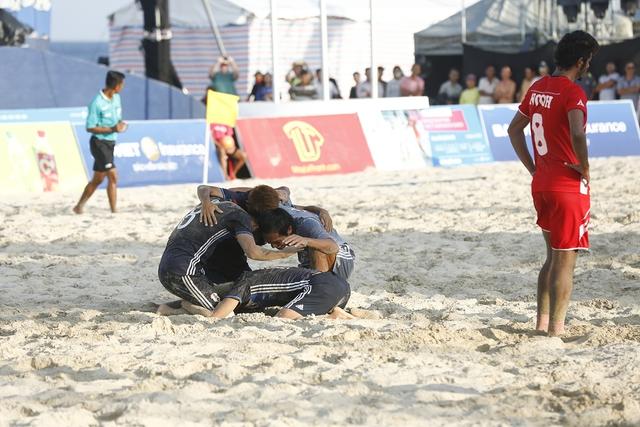 Bóng đá bãi biển Nhật Bản đăng quang ABG 5 sau trận chung kết siêu căng thẳng - Ảnh 1.