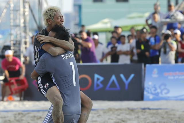 Bóng đá bãi biển Nhật Bản đăng quang ABG 5 sau trận chung kết siêu căng thẳng - Ảnh 2.