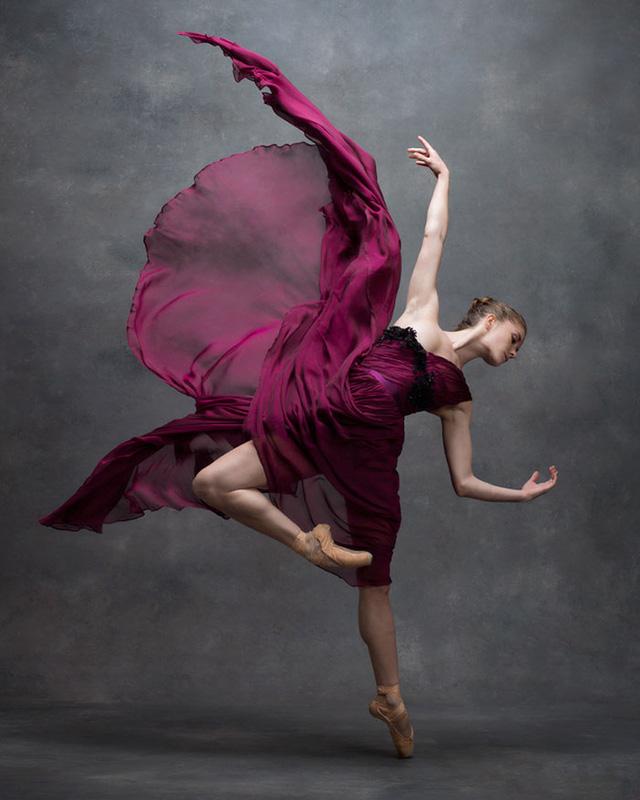 Nghẹt thở trước loạt ảnh đẹp như tranh của các vũ công ballet - Ảnh 5.