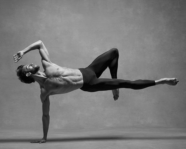 Nghẹt thở trước loạt ảnh đẹp như tranh của các vũ công ballet - Ảnh 6.