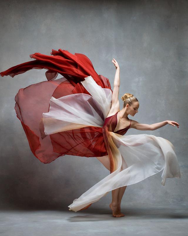 Nghẹt thở trước loạt ảnh đẹp như tranh của các vũ công ballet - Ảnh 8.