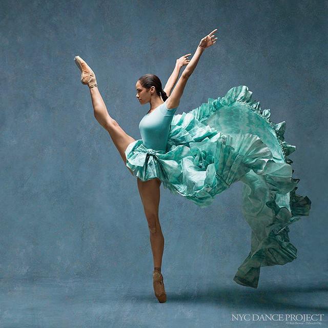 Nghẹt thở trước loạt ảnh đẹp như tranh của các vũ công ballet - Ảnh 9.