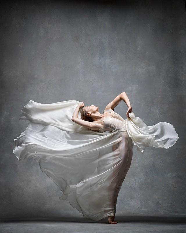 Nghẹt thở trước loạt ảnh đẹp như tranh của các vũ công ballet - Ảnh 10.