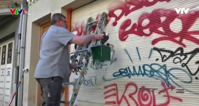 Chiêu đối phó nạn vẽ bậy lên tường ở Brussels, Bỉ - Ảnh 1.
