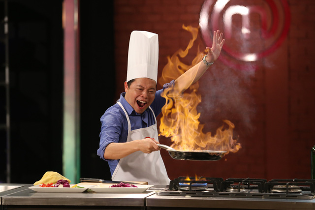 Giám khảo Vua đầu bếp nhí thích thú đùa với lửa - Ảnh 5.