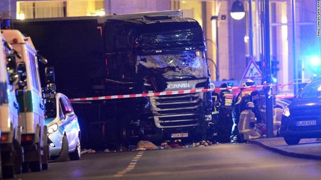 Vụ xe tải lao vào chợ Noel tại Đức có thể do khủng bố - Ảnh 2.