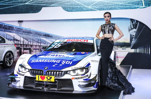Dàn siêu xe đẳng cấp quy tụ tại Triển lãm ô tô quốc tế Việt Nam 2016 - Ảnh 13.