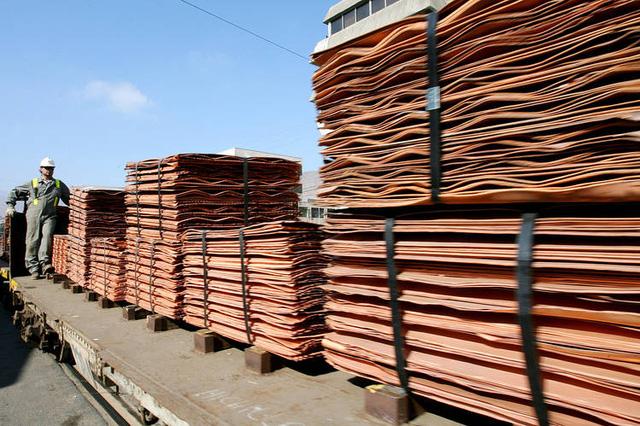 Độc đáo tất được sản xuất từ đồng tại Chile - Ảnh 1.