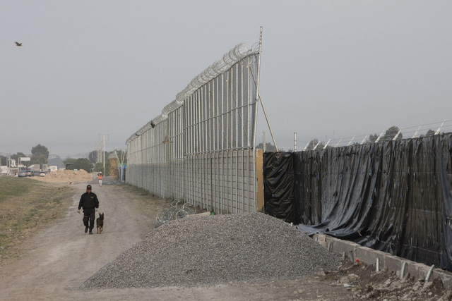 Tỷ phú Trung Quốc bị cáo buộc găm 1 tấn nhôm ở sa mạc Mexico - Ảnh 1.