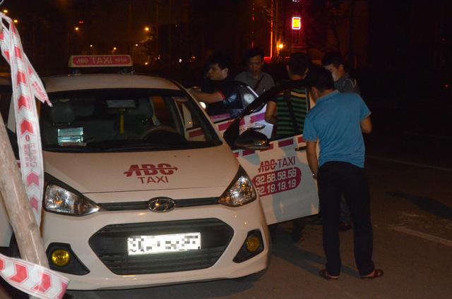 Hà Nội: Bắt tại trận tên cướp dùng dao cứa cổ tài xế taxi trong đêm - Ảnh 8.