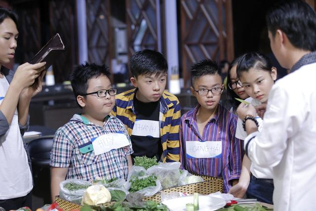 Quán quân Vua đầu bếp bày chiêu nấu nướng cho những tài năng nhỏ tuổi - Ảnh 5.