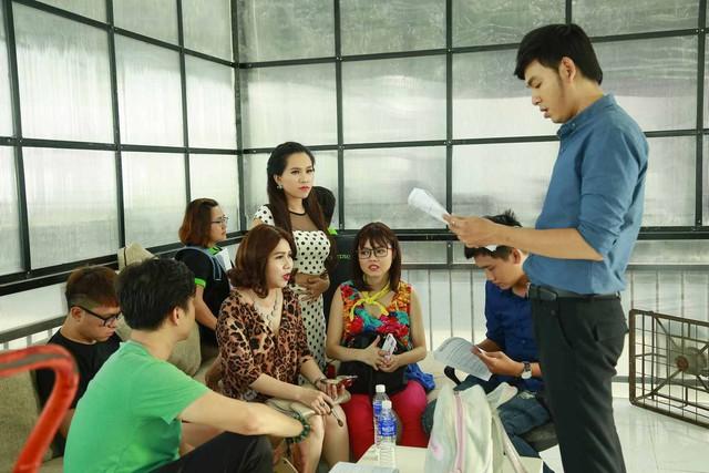 Hé lộ hình ảnh hậu trường sitcom mới Xin chào ông chủ - Ảnh 1.