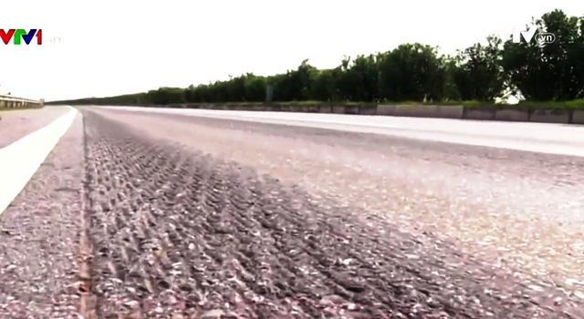 Cao tốc Hà Nội - Thái Nguyên xuống cấp nghiêm trọng - Ảnh 1.