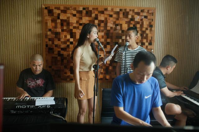 Thí sinh Vietnam Idol coi Ái Phương là mẫu bạn gái lý tưởng - Ảnh 1.
