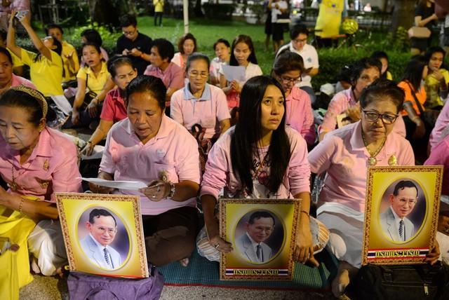 Nhà vua Thái Lan Bhumibol Adulyadej băng hà - Ảnh 1.