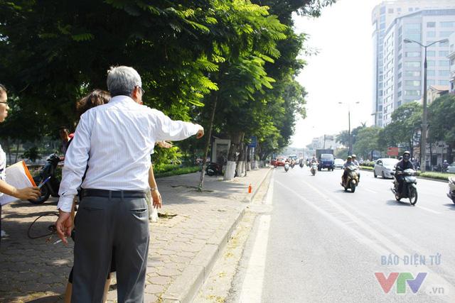 Dịch chuyển hàng cây xanh phố Kim Mã để xây đường sắt Nhổn – ga Hà Nội - Ảnh 9.