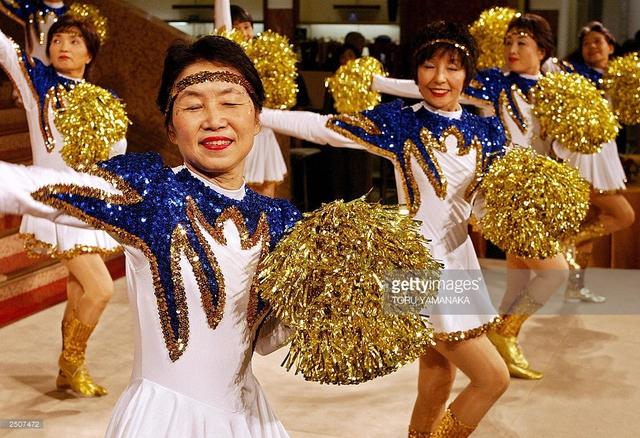 Đội cổ vũ hoạt náo viên cao tuổi tại Nhật Bản - Ảnh 5.