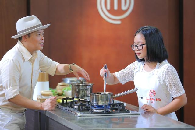 Bất ngờ với tài nấu nướng của Vua đầu bếp Christine Hà phiên bản nhí - Ảnh 1.