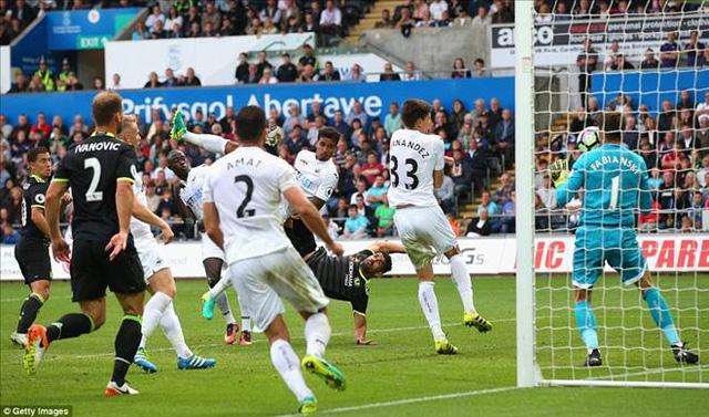 Swansea 2-2 Chelsea: Costa lập cú đúp, Chelsea thoát hiểm tại Liberty - Ảnh 4.