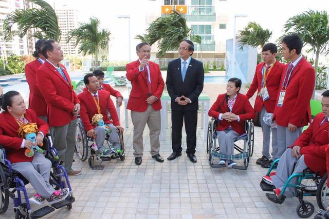 Paralympic Rio 2016: Đại sứ Việt Nam tại Brazil thăm Đoàn Thể thao NKT Việt Nam tại làng VĐV - Ảnh 1.