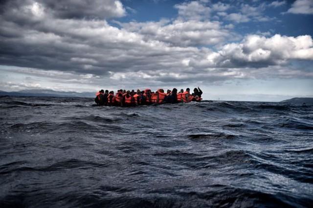 Loạt ảnh về người di cư tại Lesbos giành giải Nhiếp ảnh báo chí - Ảnh 1.