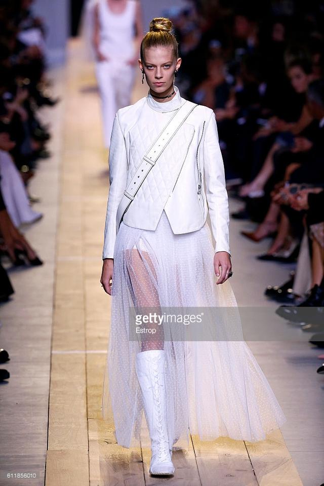 Maria Chiuri -  Nữ thiết kế chính đầu tiên tại Dior trong 7 thập niên - Ảnh 1.
