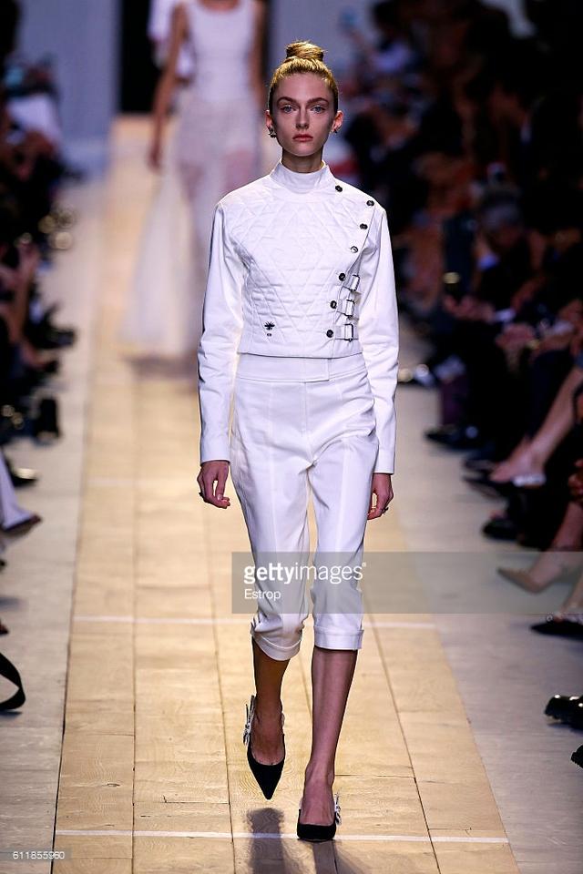 Maria Chiuri -  Nữ thiết kế chính đầu tiên tại Dior trong 7 thập niên - Ảnh 3.