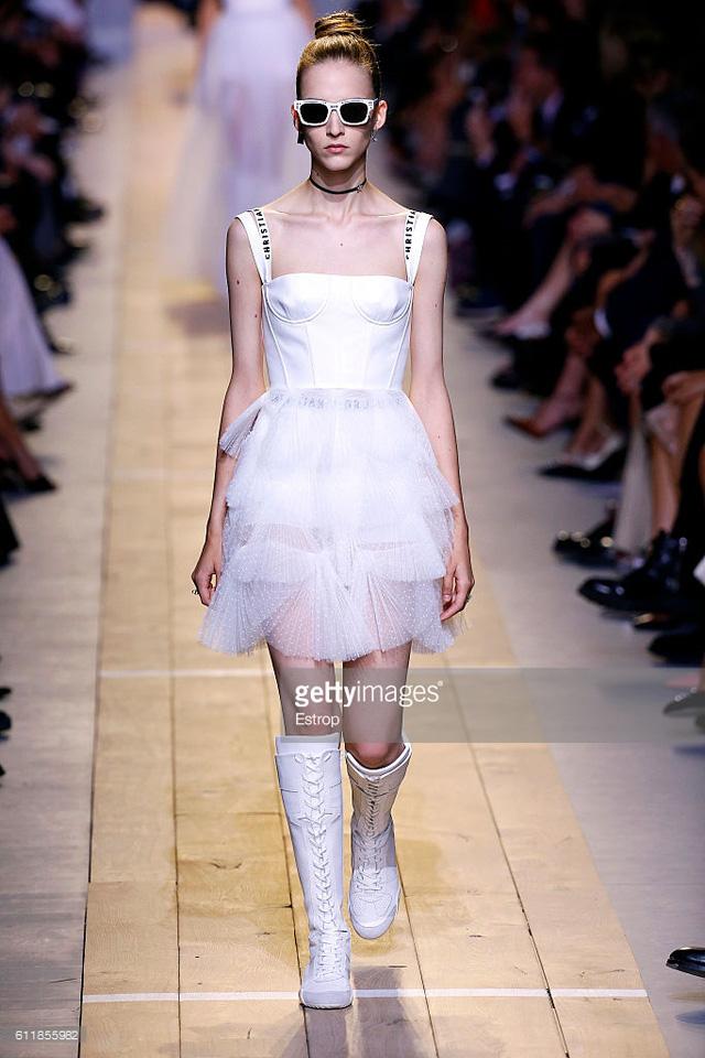 Maria Chiuri -  Nữ thiết kế chính đầu tiên tại Dior trong 7 thập niên - Ảnh 4.