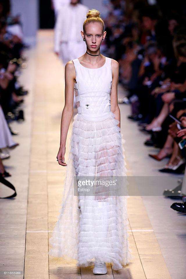 Maria Chiuri -  Nữ thiết kế chính đầu tiên tại Dior trong 7 thập niên - Ảnh 5.