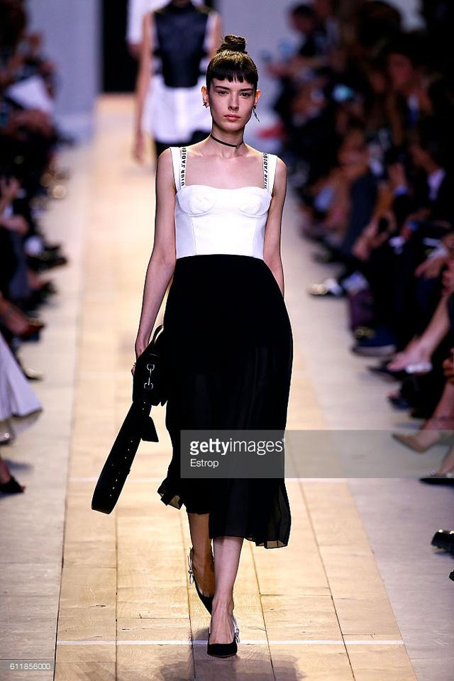Maria Chiuri -  Nữ thiết kế chính đầu tiên tại Dior trong 7 thập niên - Ảnh 6.