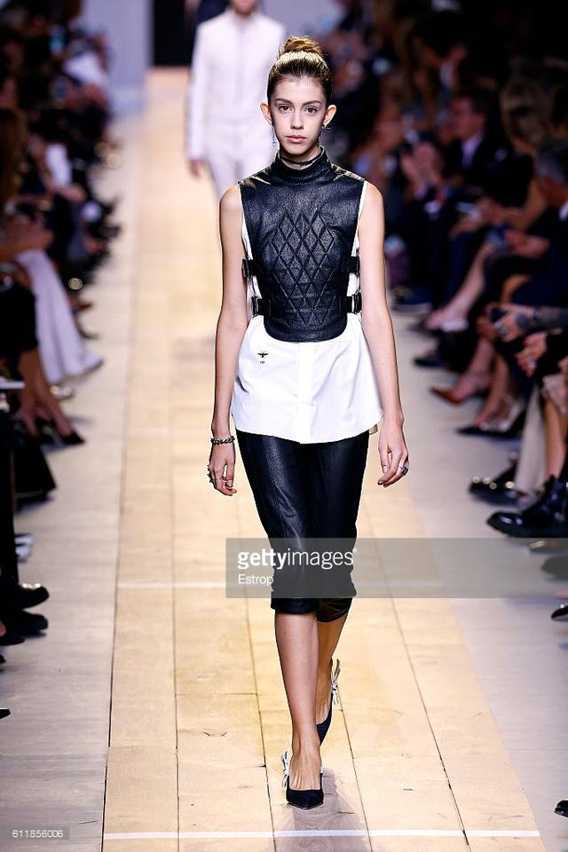 Maria Chiuri -  Nữ thiết kế chính đầu tiên tại Dior trong 7 thập niên - Ảnh 7.