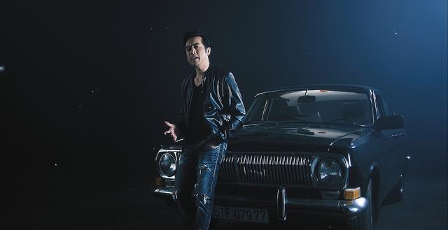 Dương Khắc Linh lần đầu khoe giọng với nữ DJ nóng bỏng - Ảnh 1.