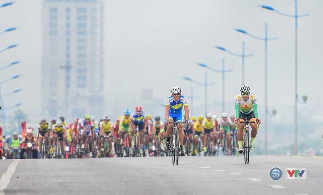 Ảnh: Khoảnh khắc ấn tượng chặng 7 Giải xe đạp quốc tế VTV - Cúp Tôn Hoa Sen 2016 - Ảnh 7.