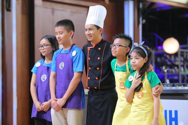 Vua đầu bếp nhí: Top 8 bất phân thắng bại với bánh khổng lồ và thử thách tiếp sức - Ảnh 3.